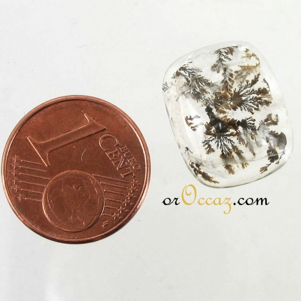 Quartz cabochon avec incrustations
